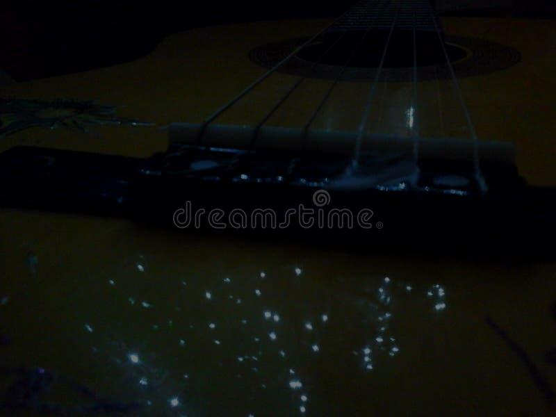 Gitara odbija chrismass światła zdjęcia stock