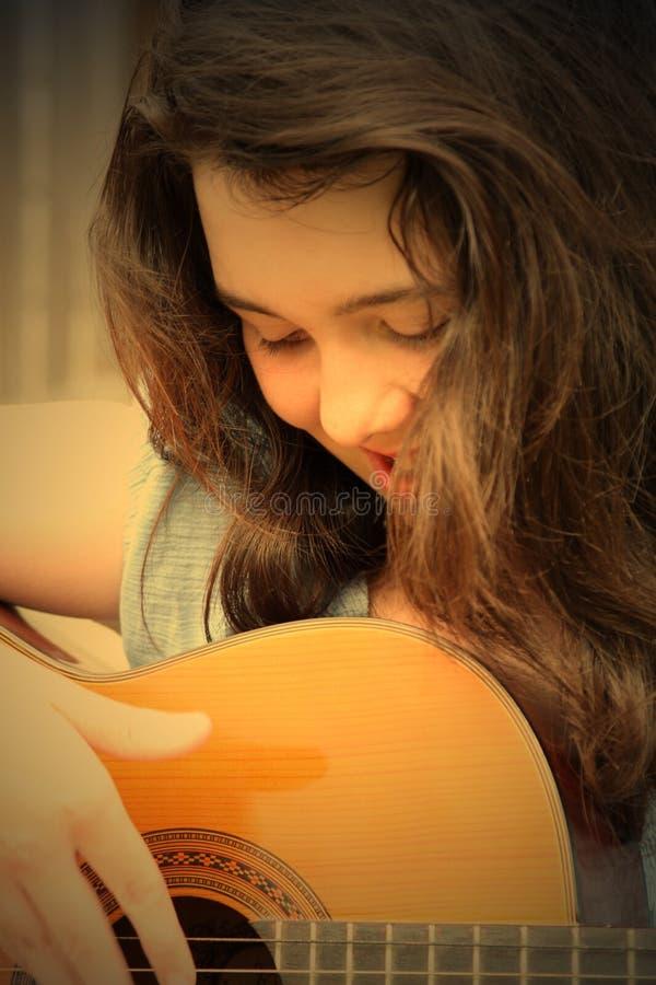 gitara odgrywają kobiety zdjęcie royalty free