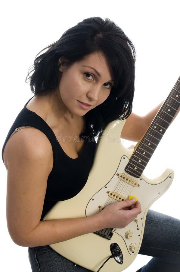 gitarr som leker den sexiga kvinnan arkivbild
