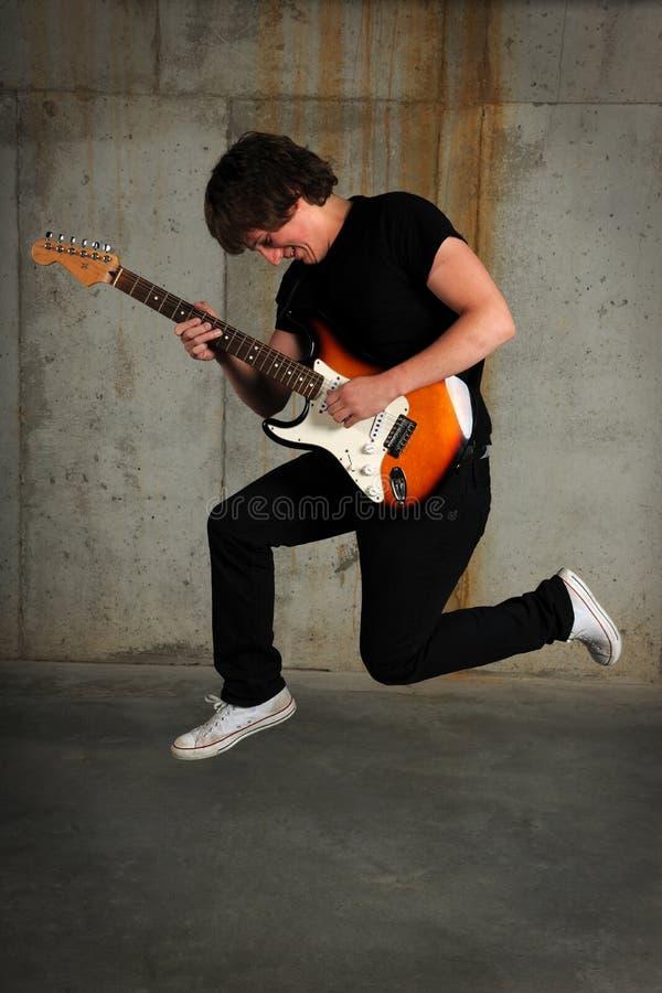 gitarrbanhoppningspelare arkivbilder