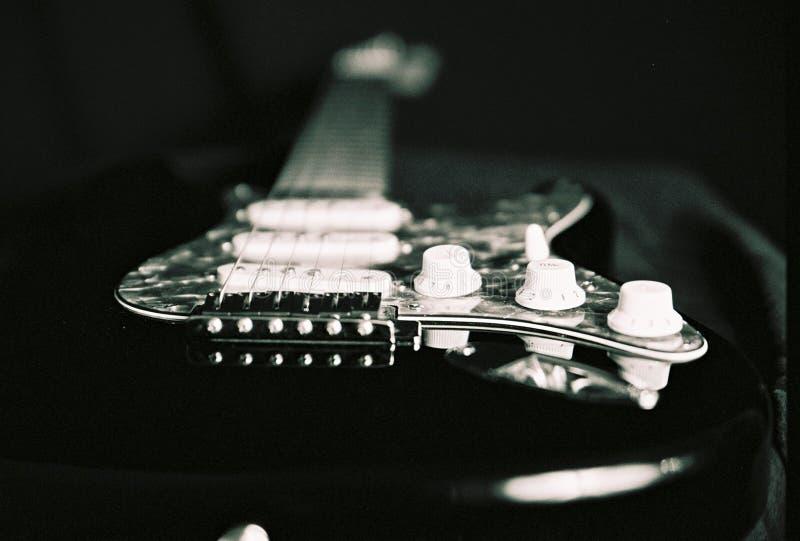 Download Gitarre stockbild. Bild von leben, weiß, guitarre, fokus - 20207