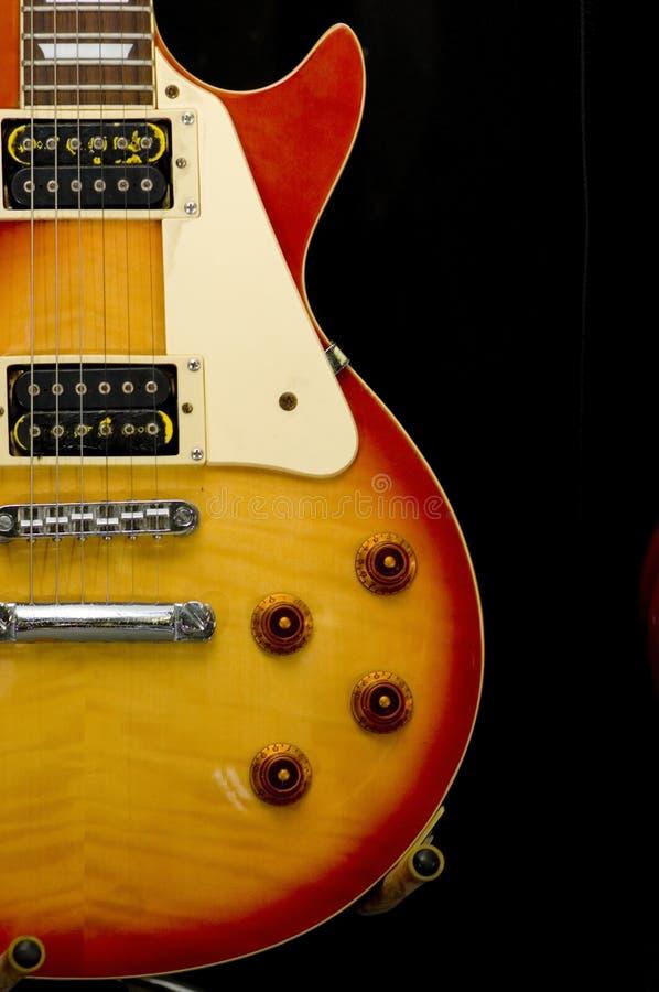 Gitarre auf Standplatz stockfotos