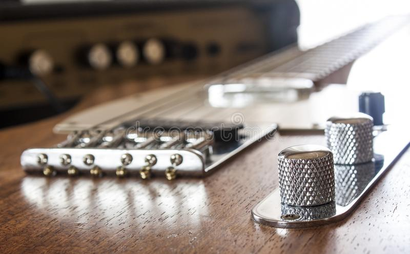 Gitarre und Ampere stockfoto