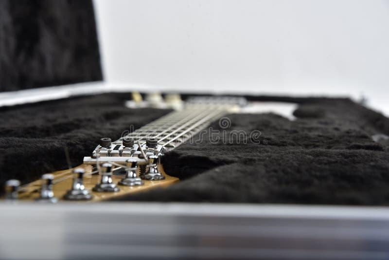 Gitarreffektutrustning på vit bakgrund royaltyfria bilder