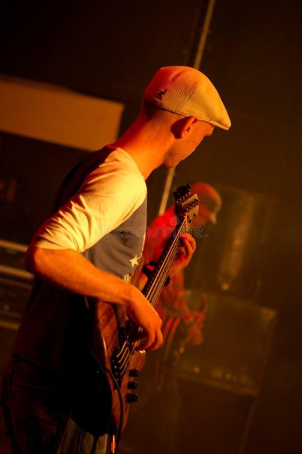 Gitarren-Spieler lizenzfreie stockbilder
