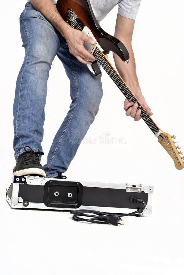 Gitarreneffektausrüstung auf weißem Hintergrund lizenzfreie stockfotografie