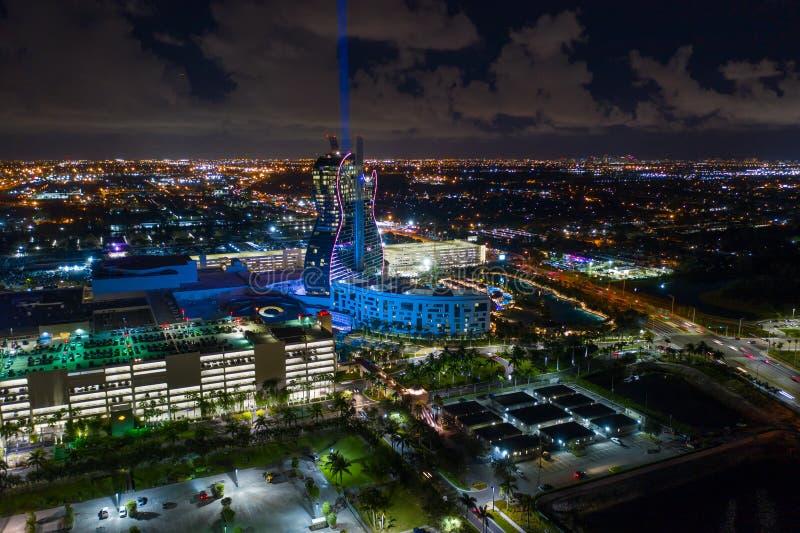Gitarrenförmiges Hotel Seminole Hard Rock Hollywood FL lizenzfreies stockfoto