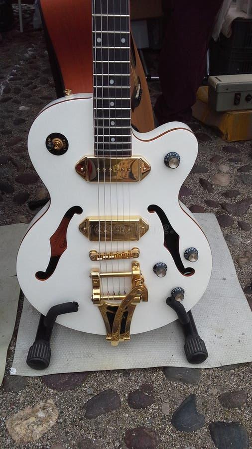 Gitarrenmusik heraus stockbild