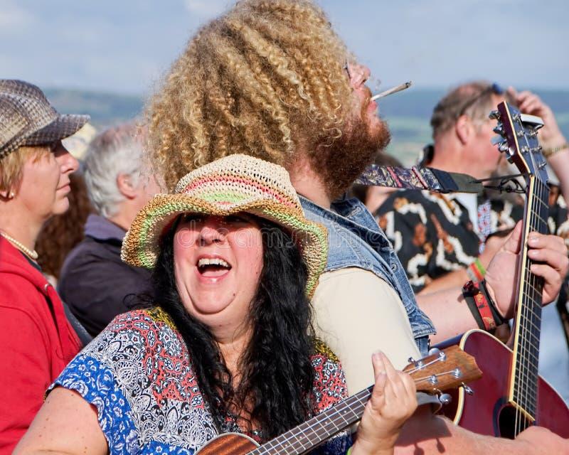 Gitarrer på stranden - Lyme Regis royaltyfria foton