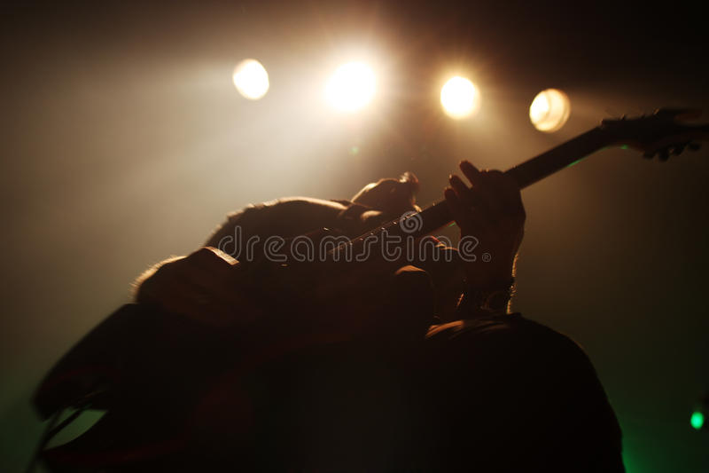 Gitarrist i handling royaltyfria foton