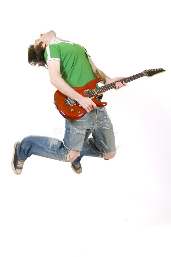 Gitarrist springt in die Luft stockfotografie
