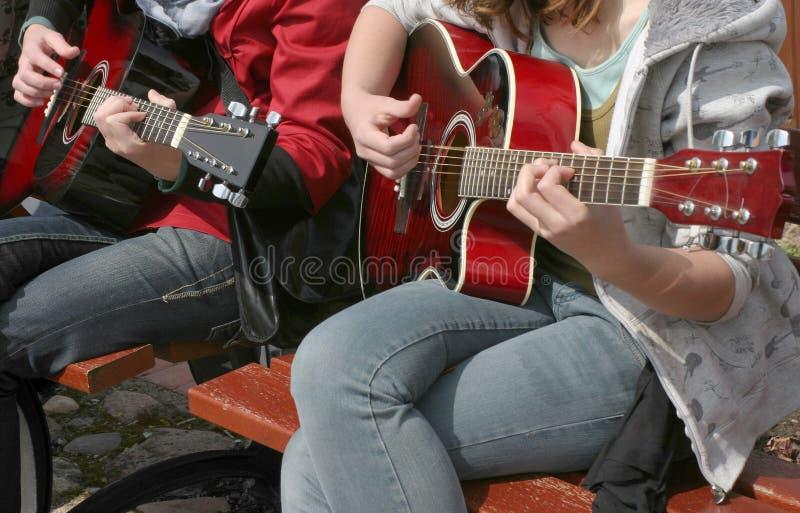 Gitarristduo stockfotos