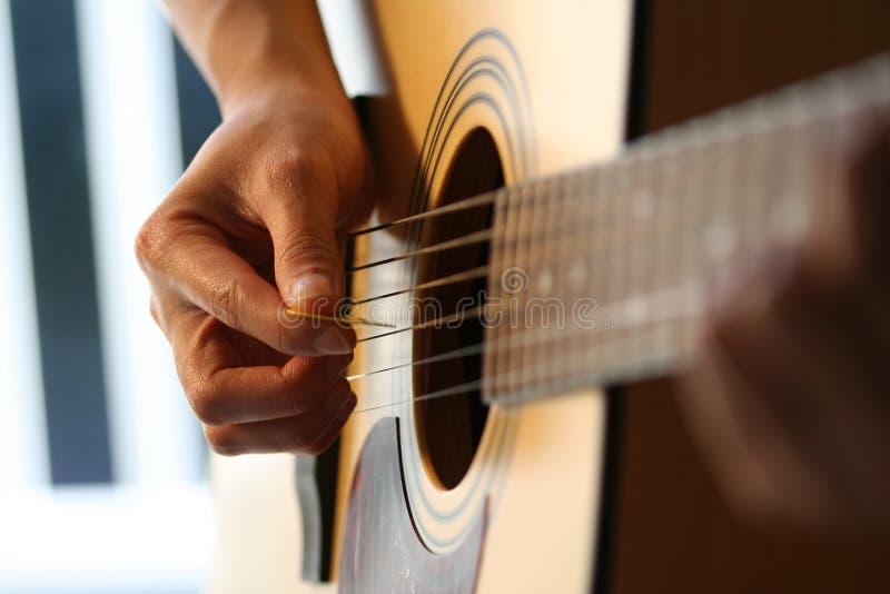 Download Gitarrspelare fotografering för bildbyråer. Bild av kapacitet - 504217