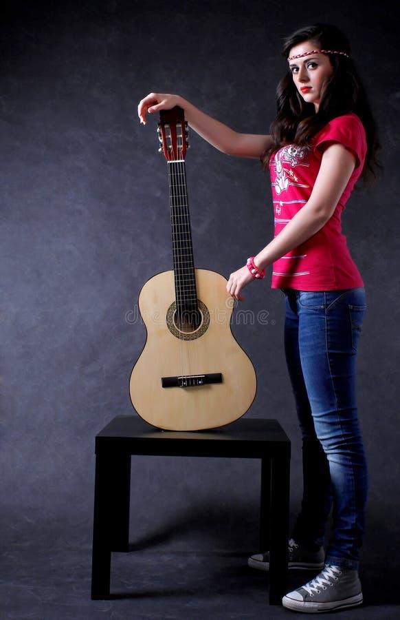 gitary kobiety potomstwa zdjęcie royalty free