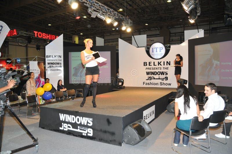 GITEX 2009 - Belkin Windows Modeschau stockfotografie