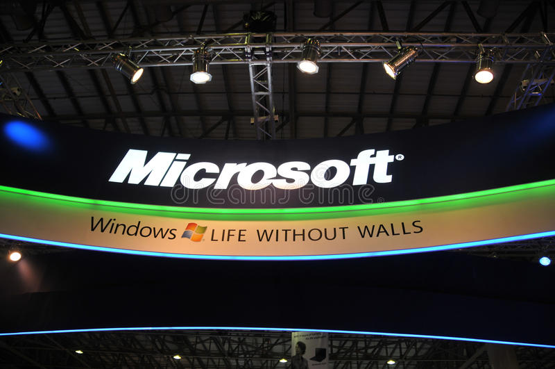 GITEX 2009 - vensters 7 van Microsoft Paviljoen stock fotografie