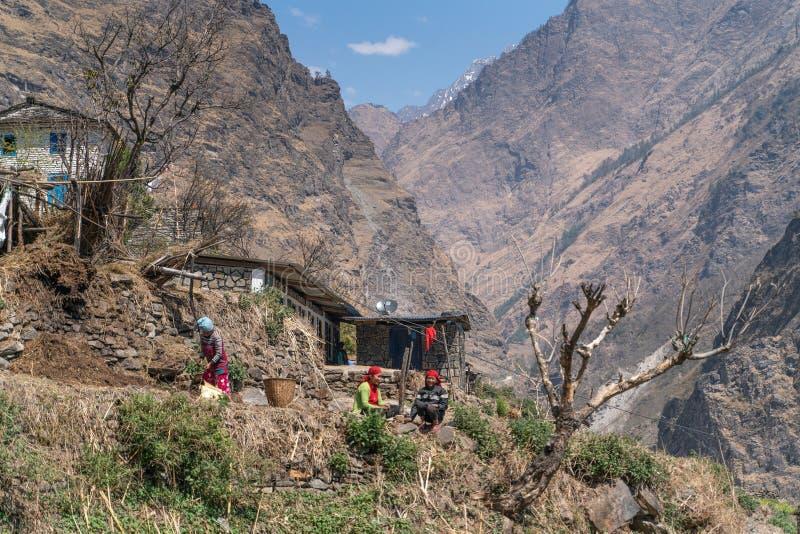Githe/尼泊尔09 03 2019年:安纳布尔纳峰足迹轨道的小村庄 免版税库存照片