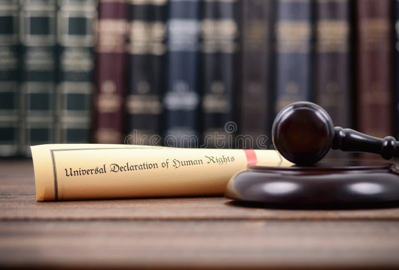 Giudice Gavel e dichiarazione universale dei diritti umani fotografia stock