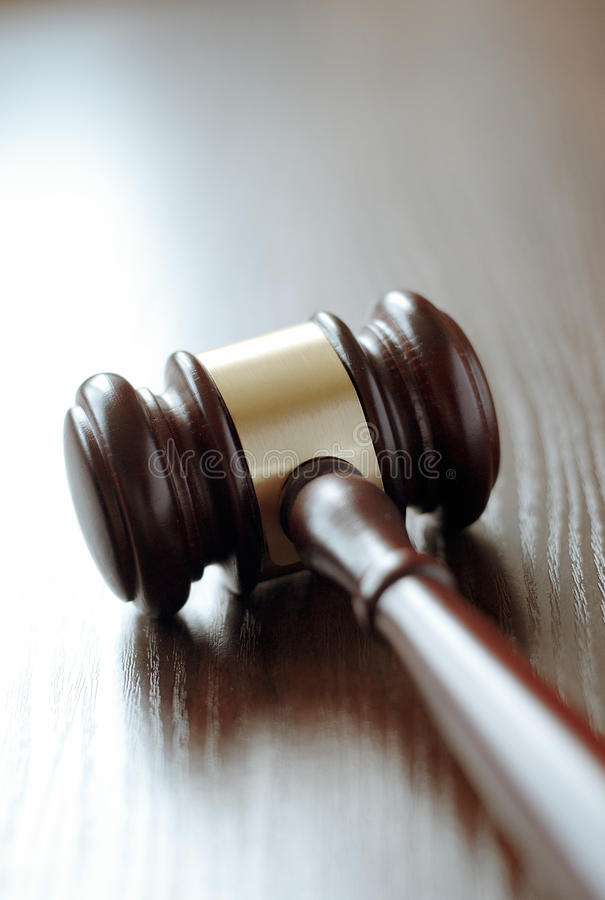 Giudici o martelletto di legno dei banditori immagini stock libere da diritti