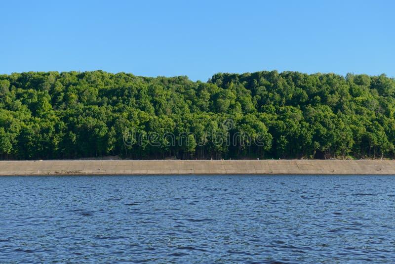 17 giugno 2018: Argine del fiume Volga vicino alla città del Ch fotografia stock