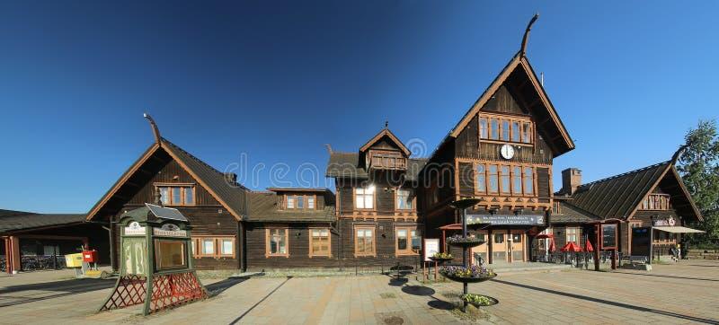 16 GIUGNO 2019 - BODEN, SVEZIA: Vista frontale della stazione centrale di Bodens, un monumento architettonico costruito nel 1893 fotografia stock libera da diritti