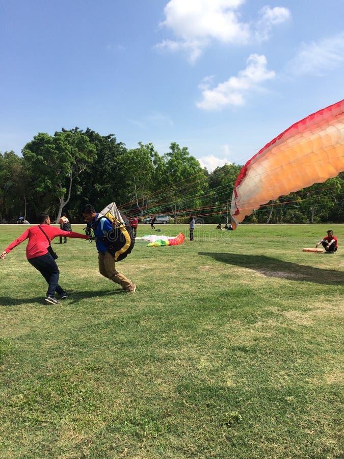 4 giugno 2016, Jugra, Malesia; Sopra la terra, sotto il cielo, atterrante sulla terra, per sempre mosca fotografia stock
