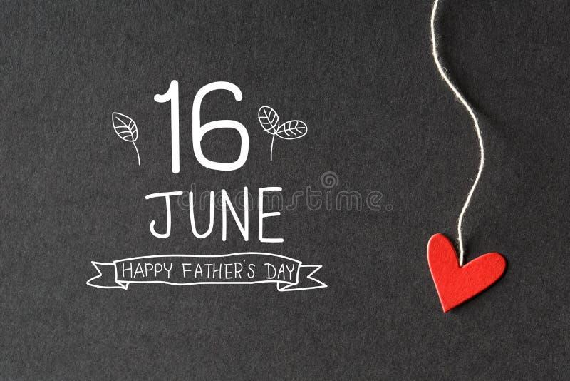 16 giugno messaggio felice di giorno di padri con i cuori di carta immagine stock