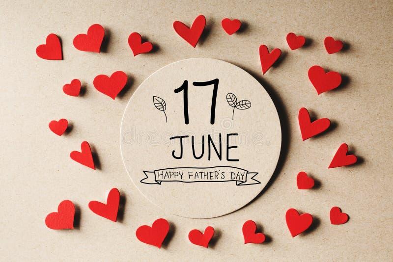 17 giugno messaggio felice di giorno di padri con i piccoli cuori fotografia stock libera da diritti