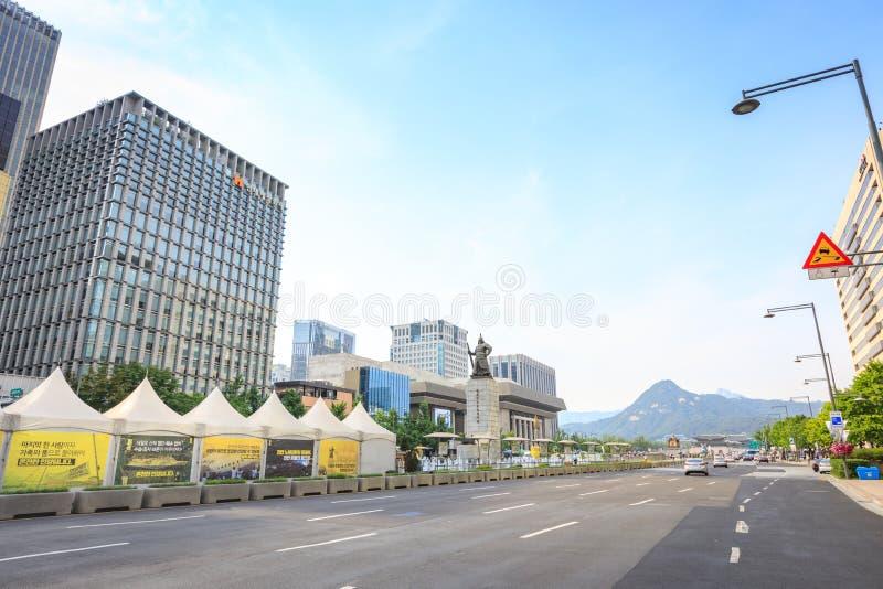 19 giugno 2017 plaza di Gwanghwamun con la statua dell'ammiraglio Yi immagini stock