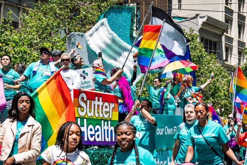 30 giugno 2019 San Francisco/partito salute di CA/U.S.A. - di Sutter che partecipa allo SF Pride Parade su Market Street a San de fotografie stock