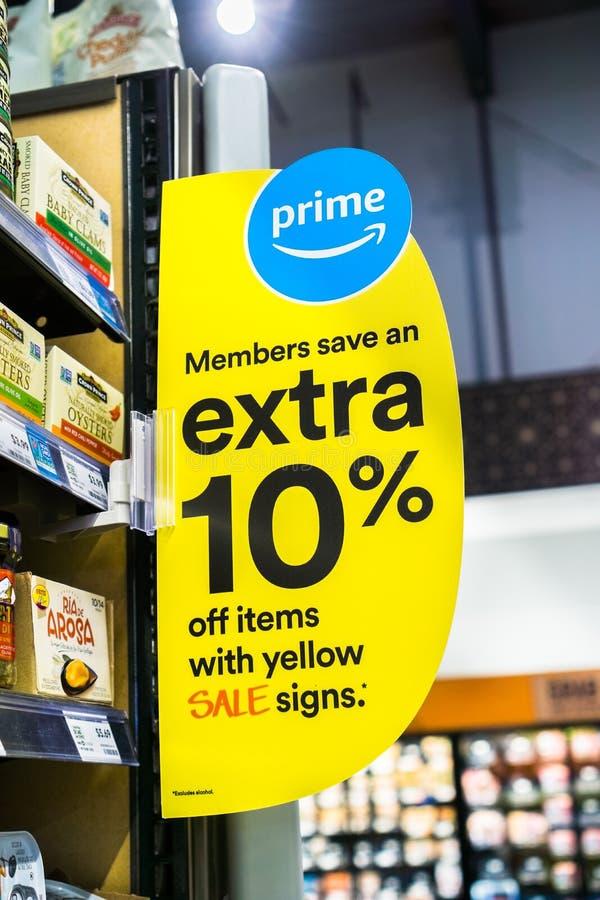 4 giugno 2018 Santa Clara/CA/U.S.A. - Amazon lancia le offerte per i membri principali nei depositi di Whole Foods immagine stock