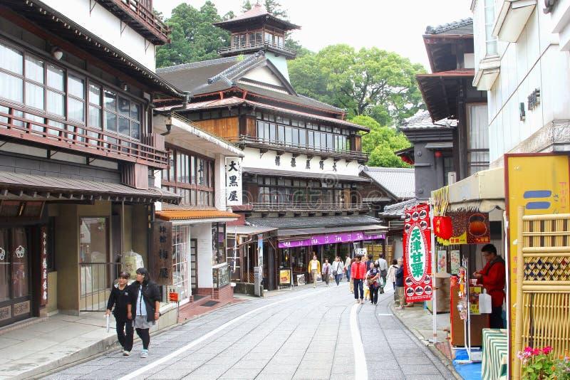 Giugno 2018, vecchia strada dei negozi Narita, Giappone della gente fotografia stock