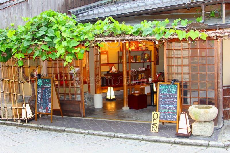 Giugno 2018, vista frontale Higashiyama, Kyoto, Giappone del caffè della vigna fotografie stock libere da diritti