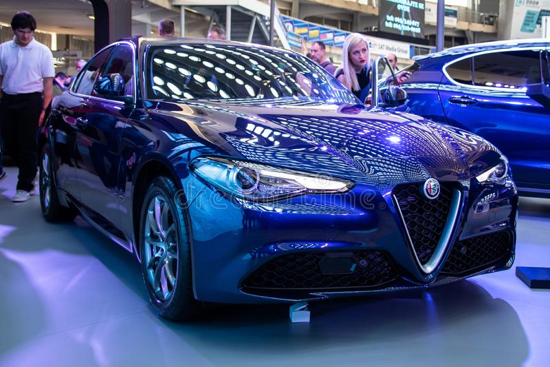 Giulietta metálico azul de Alfa Romeo do carro da cor fotos de stock royalty free