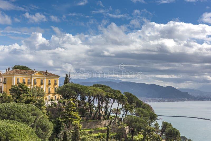 Giumenta del sul di Vietri - una citt? della costa di Amalfi fotografia stock libera da diritti