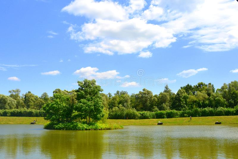Giumenta di Aita del lago Paesaggio rurale tipico nelle pianure della Transilvania, Romania immagini stock libere da diritti