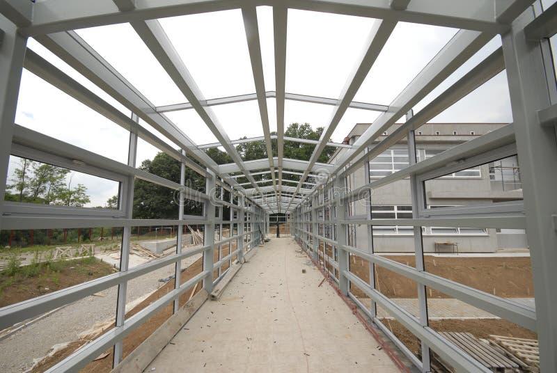 Giunto delle travi di acciaio e costruzione dell'alluminio fotografia stock