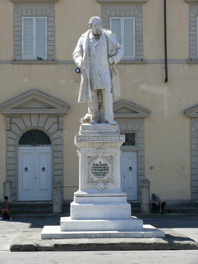 Giuseppe Mazzoni-monument op Kathedraalvierkant in Prato stock afbeelding