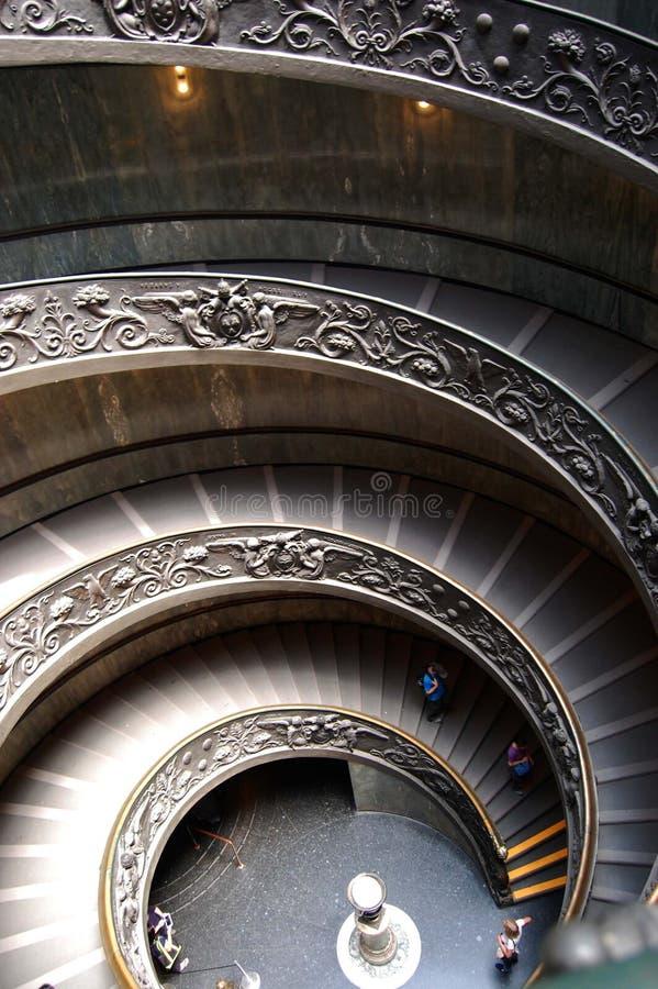 Giuseppe Momo a conçu l'escalier en spirale dans les musées de Vatican images stock