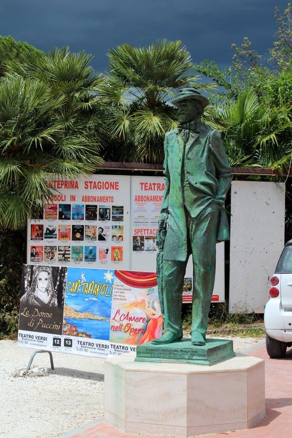 Giuseppe Verdi-standbeeld in Montecatini Terme stock afbeeldingen