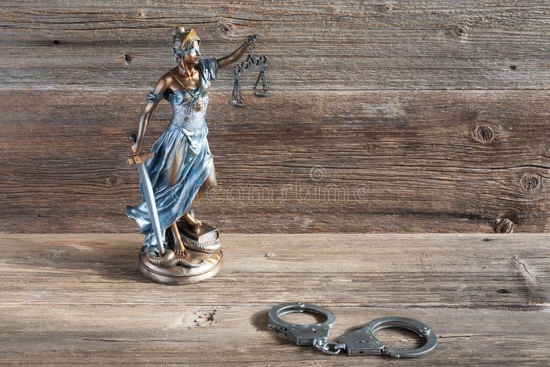 Giustizia e manette fotografia stock