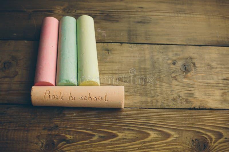 Giz com palavras de volta à escola fotos de stock
