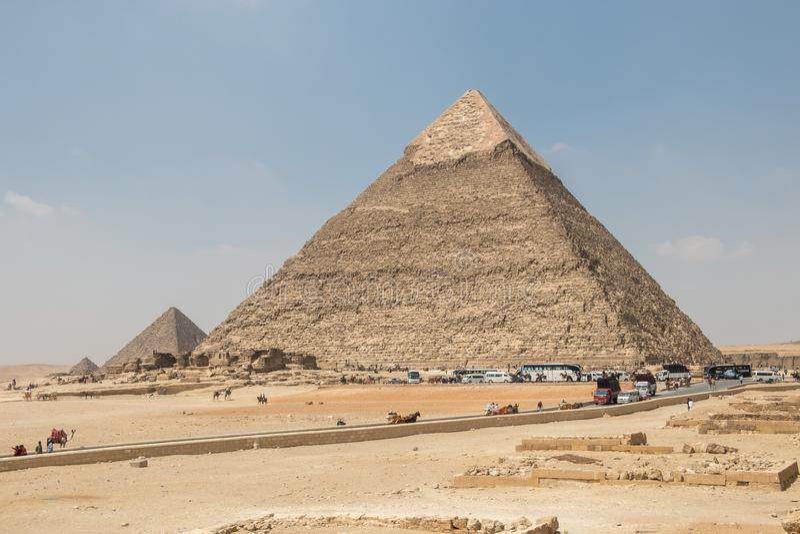 Giza, Αίγυπτος - 19 Απριλίου 2019: Η πυραμίδα Khafre και η πυραμίδα Menkaure σε Giza στοκ φωτογραφία