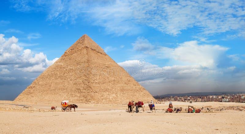 Giza pyramid Cheops arkivfoton