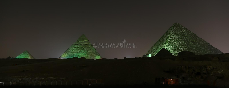 Giza pyramidkomplex i Kairo, Egypten arkivbilder