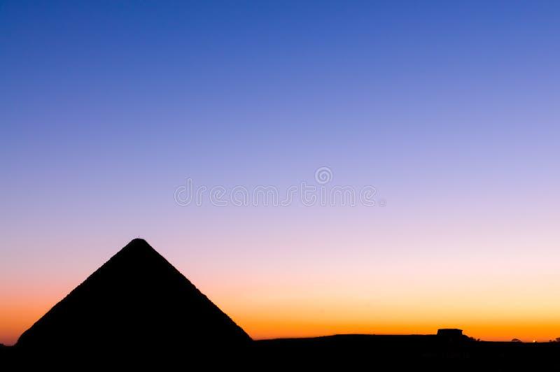 giza stor pyramidsolnedgång royaltyfri foto