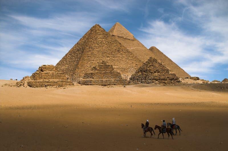 gizehpyramider royaltyfri bild