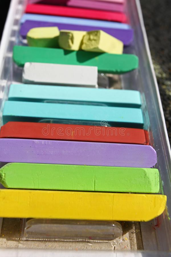 Gizes coloridos Cores pastel coloridas do giz - educação, artes, criativas, de volta à escola Fundo pastel do giz da cor Textura  fotos de stock