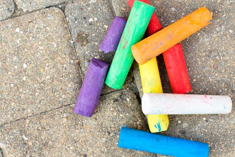 Gizes coloridos nas ruas do Paver fotos de stock