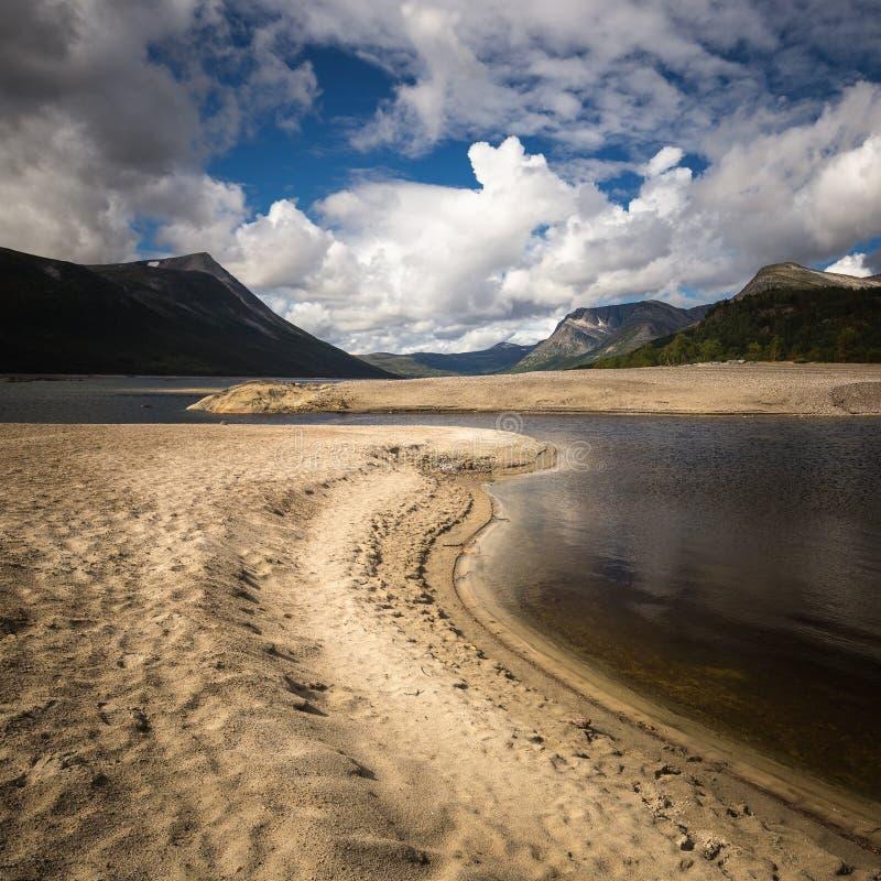 Gjevilvatnet jeziorni brzeg, Trollheimen góry, Norwegia fotografia stock